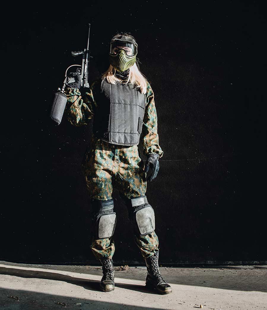 paintball arena brno dívka se zbraní